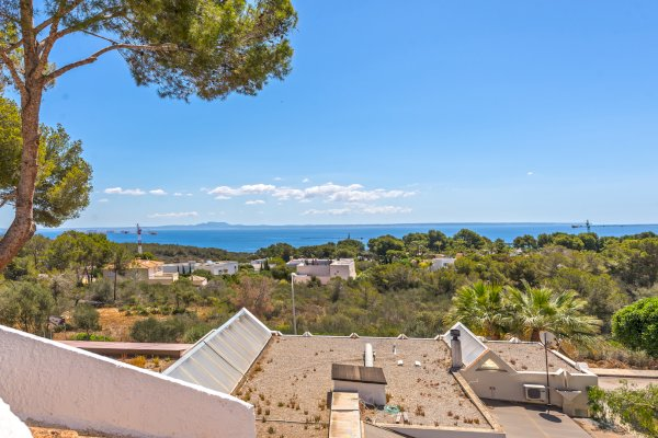 Sea views from attached house Sol de Mallorca